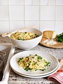 Fadennudeln mit Kräutern & Parmesan