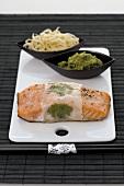 Lachsfilet in Reispapier mit asiatischem Pesto