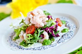 Mixed leaf salad with prawns and caviar dressing