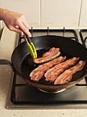 Baconscheiben anbraten