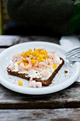 A slice of bread topped with remoulade, shrimps and sweetcorn