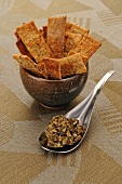Algae tartar and crackers