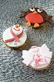 Verzierte Cupcakes zu Weihnachten (Engel, Schneemann und Rotkehlchen)