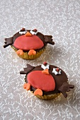 Two robin cupcakes for Christmas