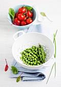 Frische Erbsen und Tomaten