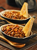Honey baked beans and toast triangles (USA)