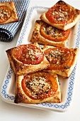 Slow-baked square tartlets with tomato slices, anchovies and thyme