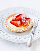 A vanilla pudding and strawberry tartlet