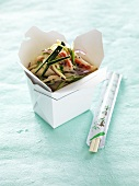 Pasta salad with raw courgette and crab in a takeaway box (Asia)