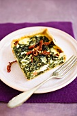 Spinach quiche with dried tomatoes and sheep's cheese