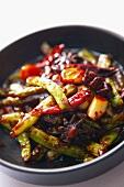 Gebratene Bohnen mit Knoblauch und Chilis (China)