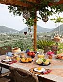 Frühstück auf der Terrasse (Villa Octavius, Lefkas, Griechenland)