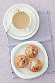 Apfelmuffins mit Trockenfeigen, Kaffeetasse