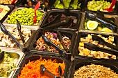 Salatbar mit Biogemüse