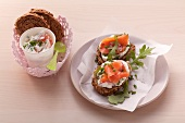 Slices of bread topped with smoked salmon and horseradish cream