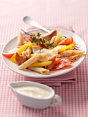 Pasta salad with pepper, tomato and chicken