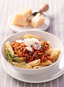Penne al ragù (penne pasta with a minced meat sauce)