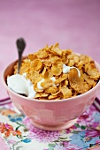 A bowl of cornflakes with yogurt