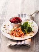 Möhrensalat mit Nüssen und Rote-Bete-Salat