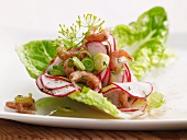 Radish salad with prawns and spring onions