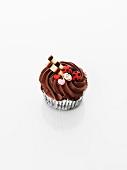 Cupcake mit Schokoladencreme, Marienkäfern und Herzen