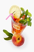 Iced tea with peach, lemon and mint