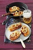 Quark cakes with smoked bacon and onions with beer