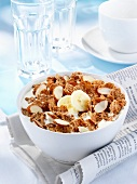 Wholemeal cornflakes with almonds and bananas
