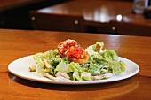Caesar Salad mit Hühnerfleisch & Bruschetta
