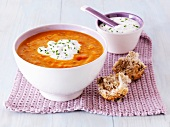 Carrot soup with soup cream