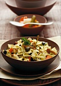 Farfalle with mushrooms, gherkins and capers