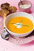 Apfel-Kürbis-Suppe mit Schlagrahm