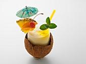 Pina Colada in Kokosnusschale