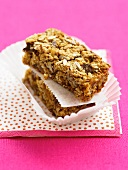 Muesli bars with oats and sunflower seeds
