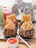 Mini house-shaped cakes