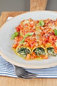 Cannelloni con gli spinaci (Nudelrollen mit Spinatfüllung)