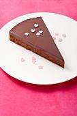 Ein Stück Schokoladentarte zum Valentinstag