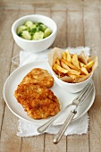 Turkey escalope with chips and a cucumber salad