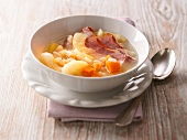 Pluckte Finken (potato soup with beans, apples and bacon)