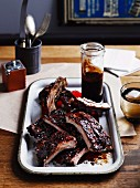 Balsamic pork ribs with barbecue sauce (USA)