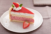 Strawberry and yoghurt layer cake with cream