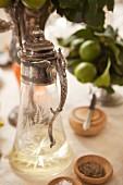 Nostalgische Weinkaraffe, Salz und Pfeffer