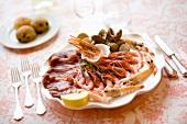 Misto di mare (tuna carpaccio, crustaceans and mussels)