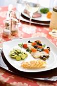 Orata al forno (Goldbrasse aus dem Ofen mit Gemüsebeilagen & Oliven)