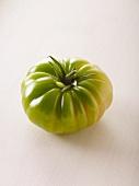 Eine grüne Tomate der Sorte Evergreen