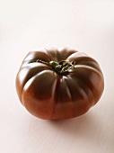 A tomato of the variety 'Noire de Crimée'