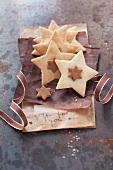 Star-shaped biscuits with nougat