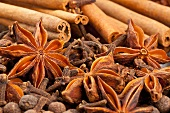 Winter spices (cloves, allspice, star anise, cinnamon)
