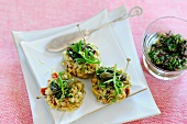 Rice patties with giant capers and rocket