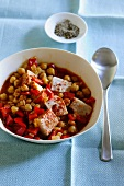 Chickpea stew with peppers and tuna